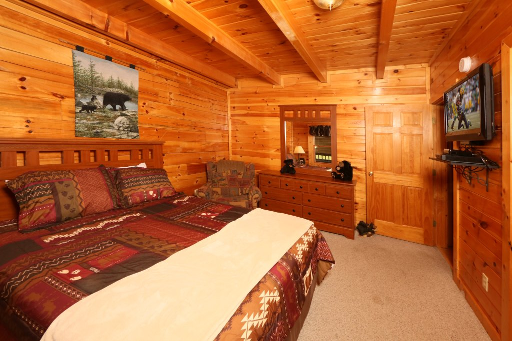 Photo of a Pigeon Forge Cabin named Bear Heaven - This is the seventeenth photo in the set.