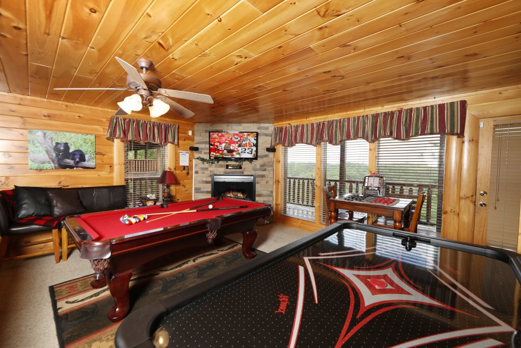Photo of a Pigeon Forge Cabin named Celebration Lodge - This is the seventeenth photo in the set.