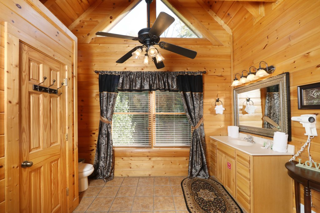 Photo of a Pigeon Forge Cabin named Blessed Nest - This is the twenty-eighth photo in the set.