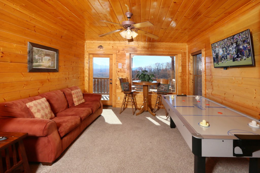 Photo of a Pigeon Forge Cabin named April Mist - This is the nineteenth photo in the set.