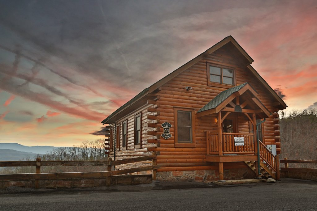 Photo of a Pigeon Forge Cabin named April Mist - This is the first photo in the set.