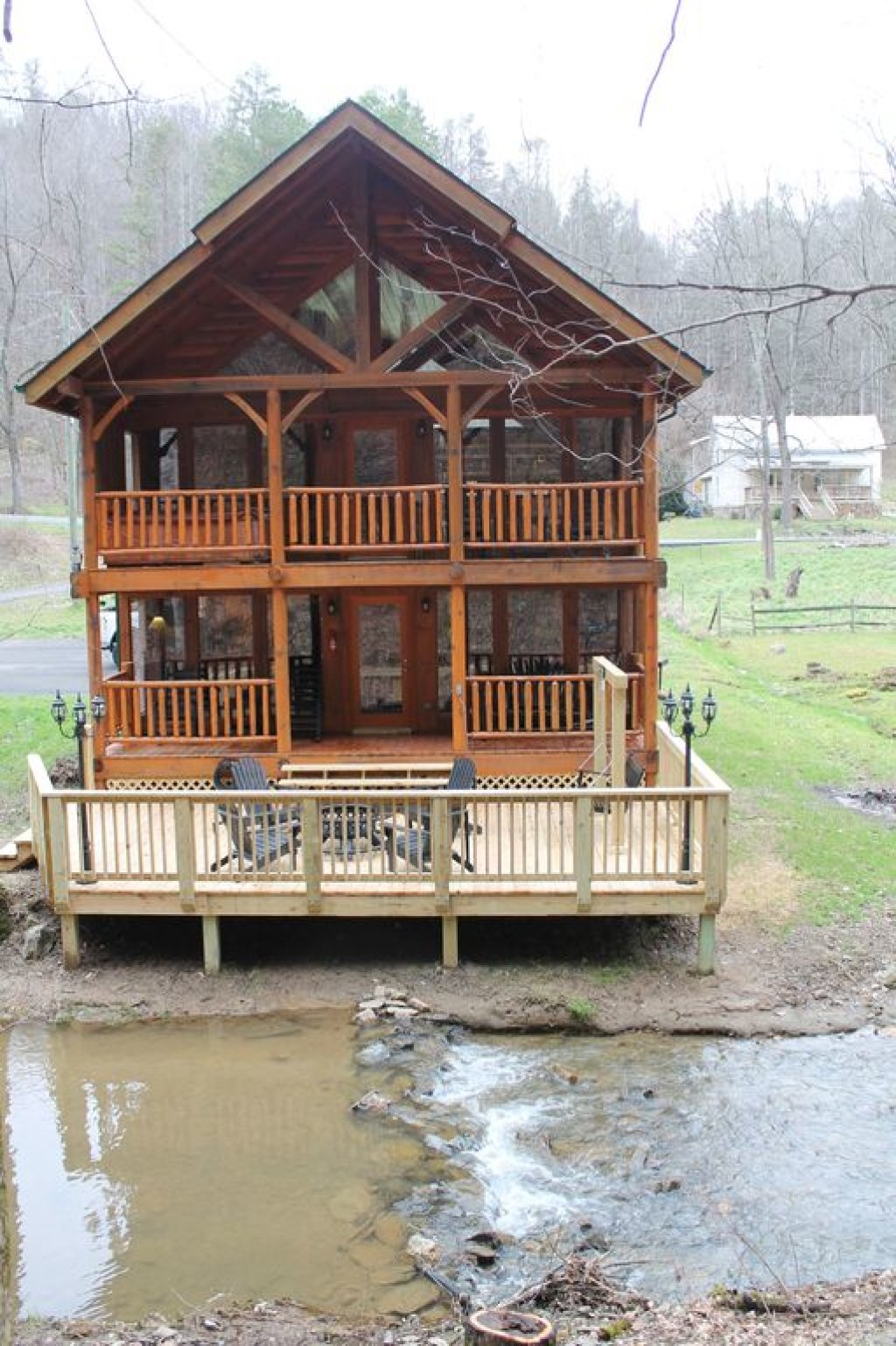 Photo of a Pigeon Forge Cabin named Creekside Dreams - This is the first photo in the set.