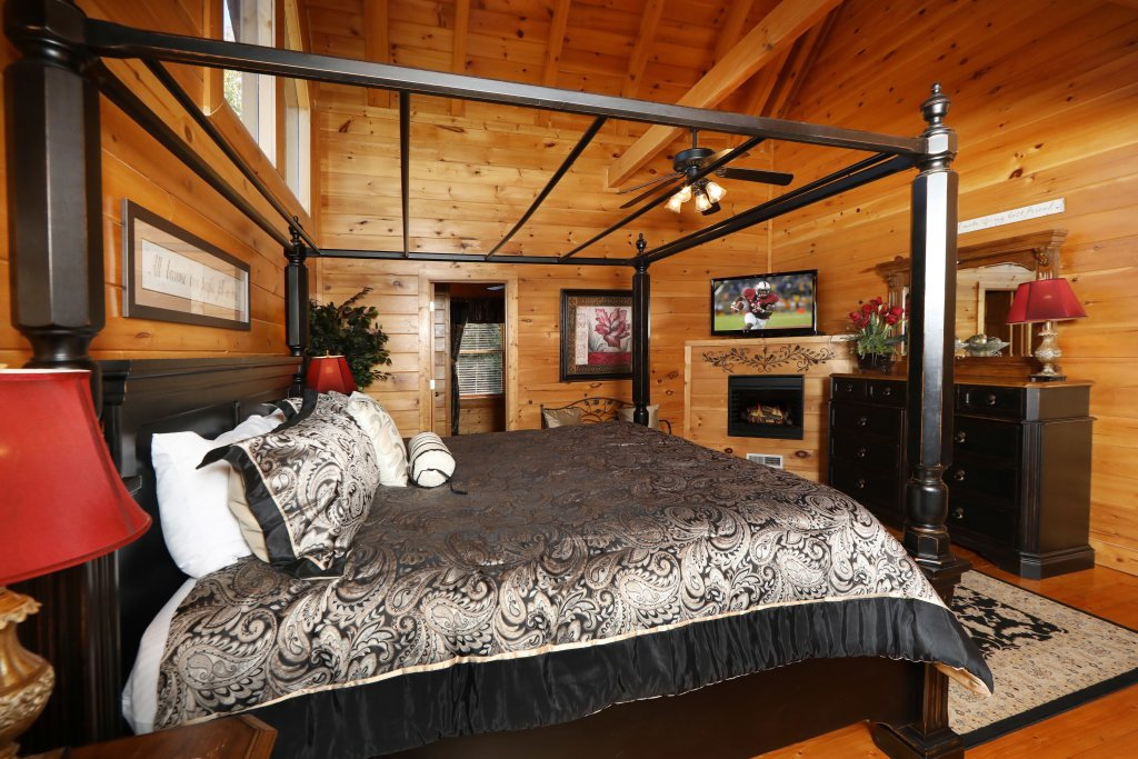 Photo of a Pigeon Forge Cabin named Blessed Nest - This is the twenty-sixth photo in the set.