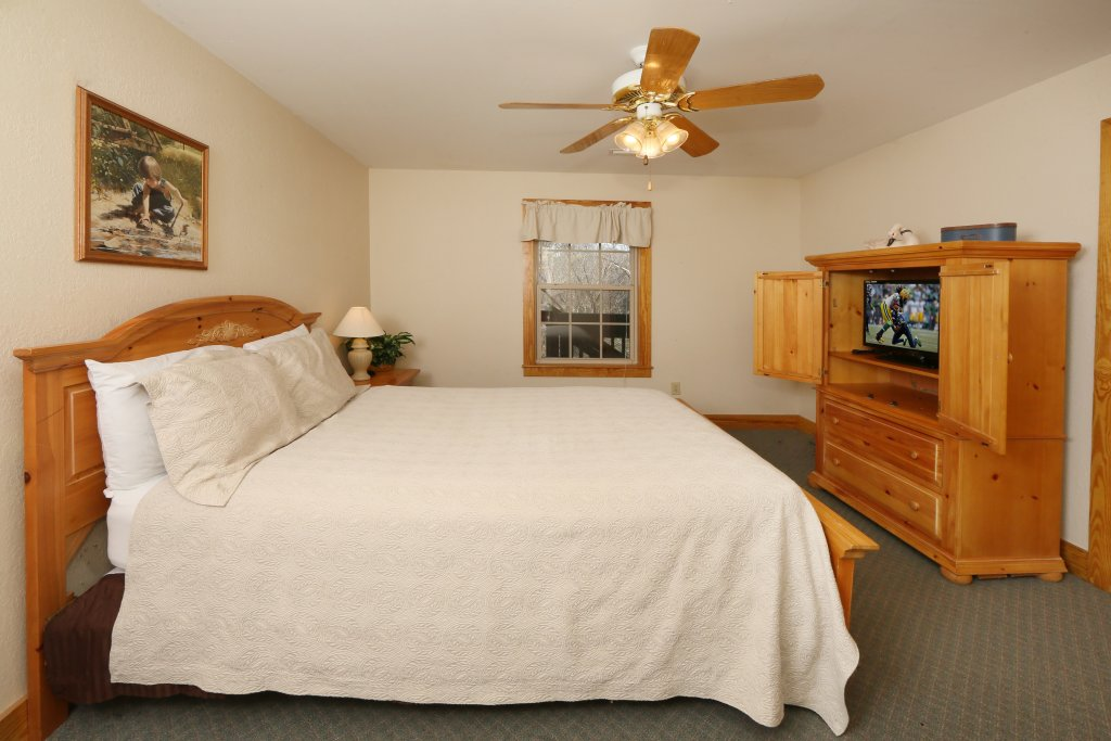 Photo of a Pigeon Forge Cabin named Oak Tree Lodge (#3) - This is the sixteenth photo in the set.