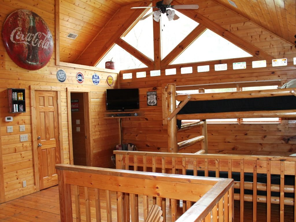 Photo of a Pigeon Forge Cabin named Creekside Dreams - This is the fifteenth photo in the set.