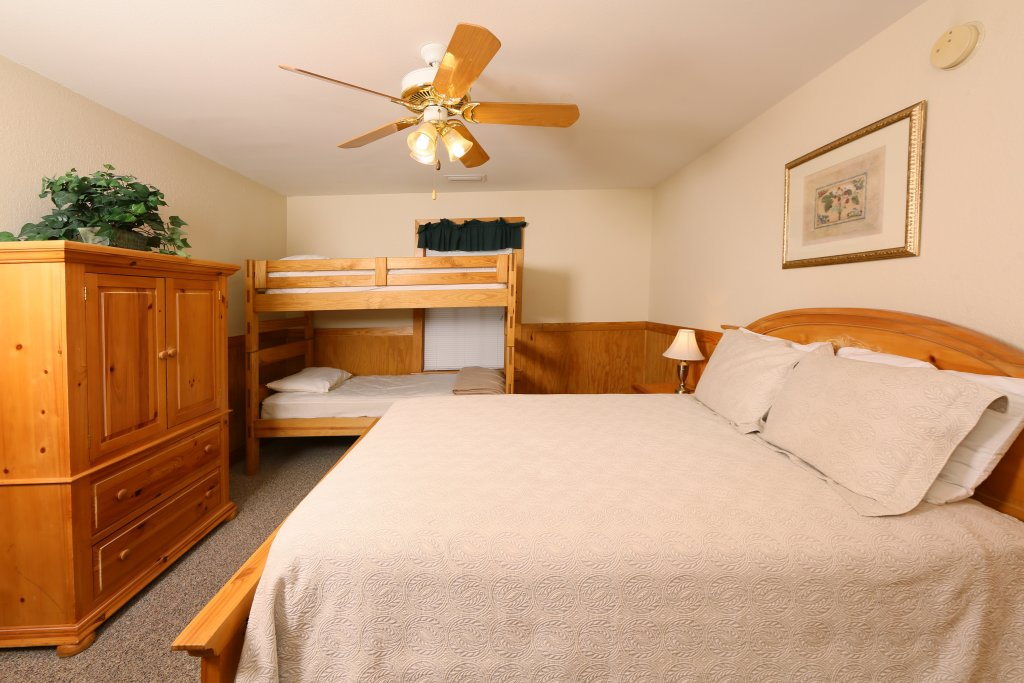 Photo of a Pigeon Forge Cabin named Magnolia Place Unit 1 (#5) - This is the twentieth photo in the set.