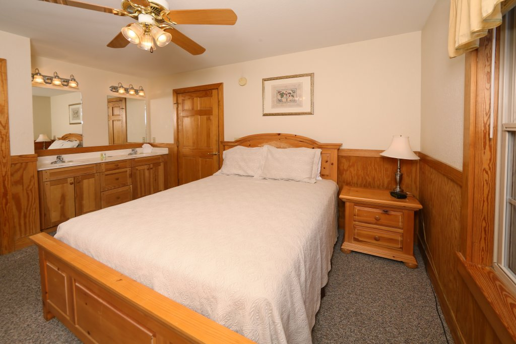 Photo of a Pigeon Forge Cabin named Magnolia Place Unit 1 (#5) - This is the twenty-second photo in the set.