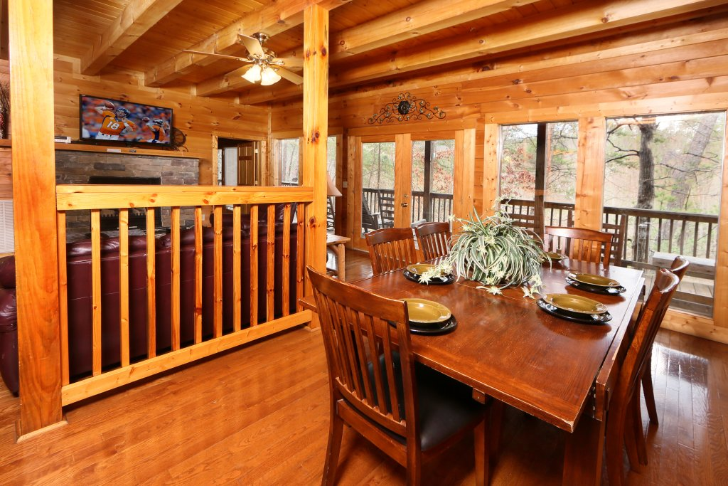 Photo of a Pigeon Forge Cabin named Big Pine Lodge - This is the thirty-third photo in the set.