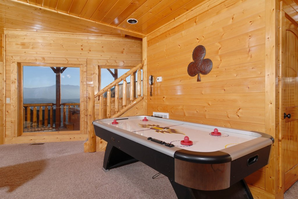 Photo of a Pigeon Forge Cabin named Tennessee Treasure #232 - This is the thirty-second photo in the set.