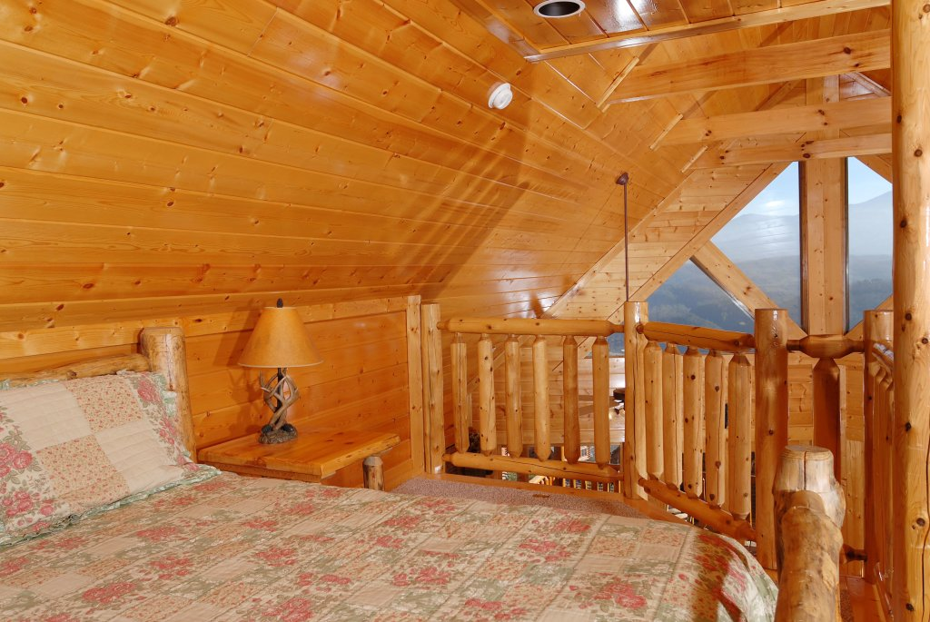 Photo of a Pigeon Forge Cabin named Tennessee Treasure #232 - This is the forty-second photo in the set.
