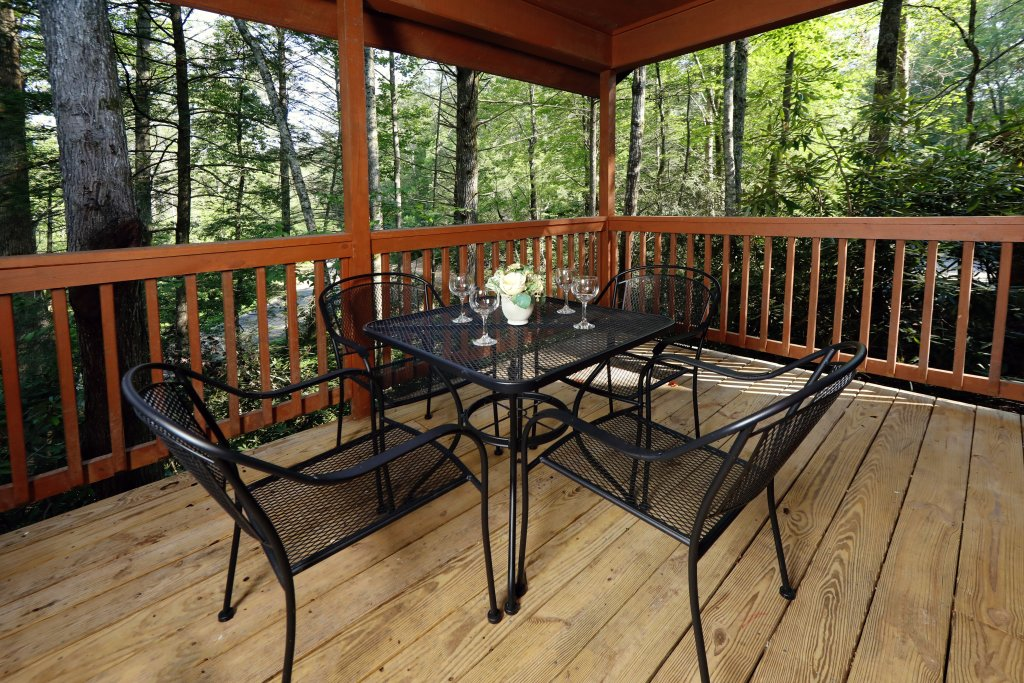 Photo of a Gatlinburg Cabin named Divine Escape - This is the fourth photo in the set.