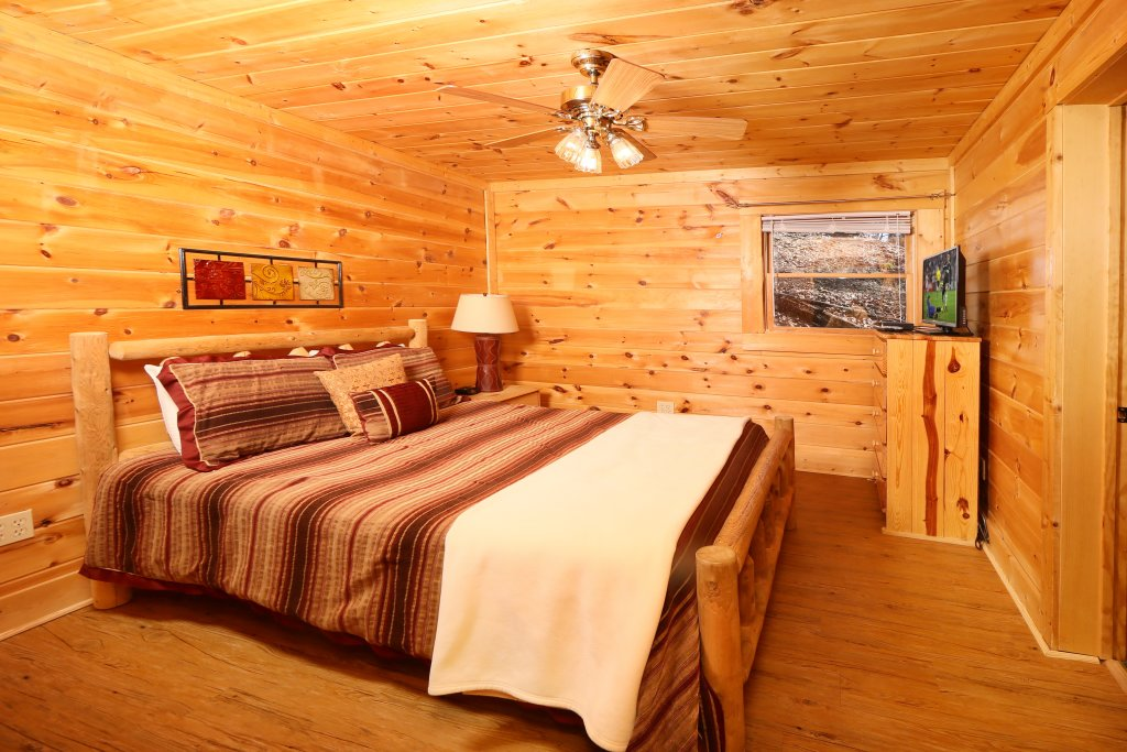 Photo of a Pigeon Forge Cabin named Big Pine Lodge - This is the fifteenth photo in the set.