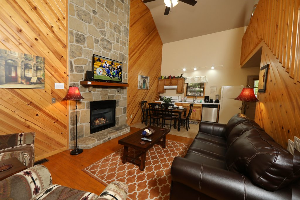 Photo of a Gatlinburg Cabin named Divine Escape - This is the seventh photo in the set.