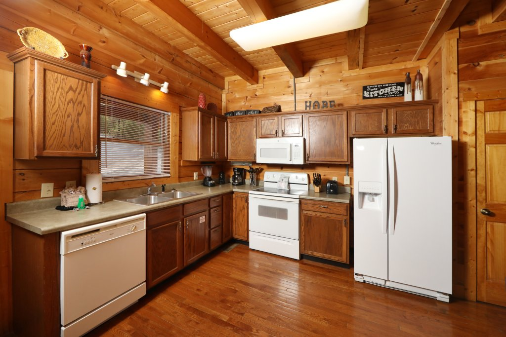 Photo of a Pigeon Forge Cabin named Big Pine Lodge - This is the thirty-eighth photo in the set.