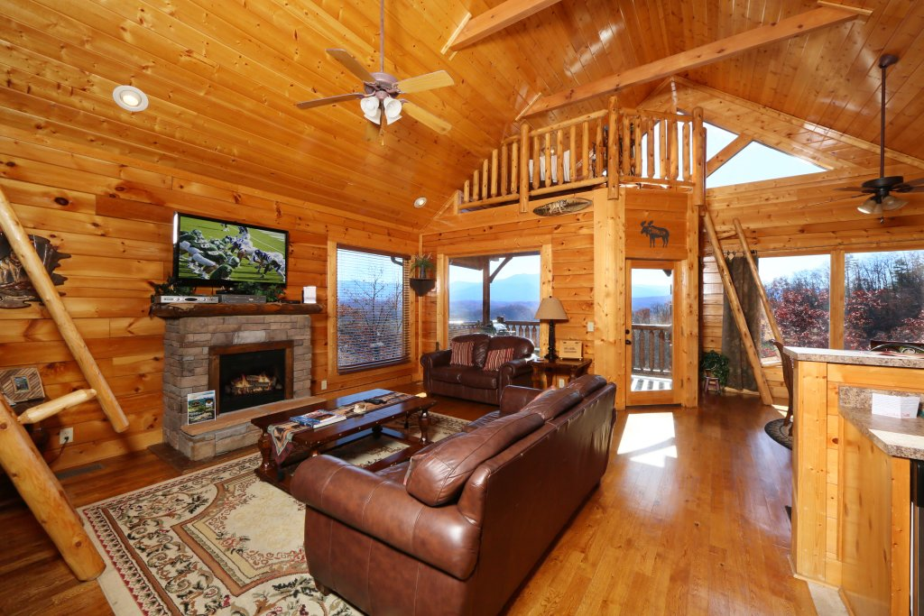 Photo of a Pigeon Forge Cabin named Howling Wolf - This is the ninth photo in the set.