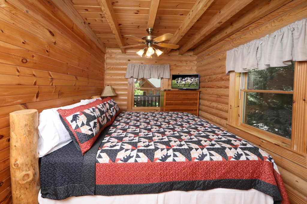 Photo of a Pigeon Forge Cabin named A Great Smoky Hideaway - This is the thirteenth photo in the set.
