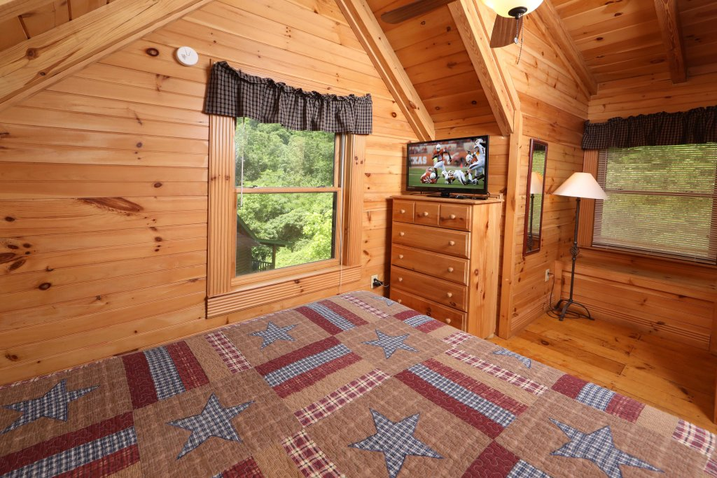Photo of a Pigeon Forge Cabin named A Great Smoky Hideaway - This is the seventeenth photo in the set.