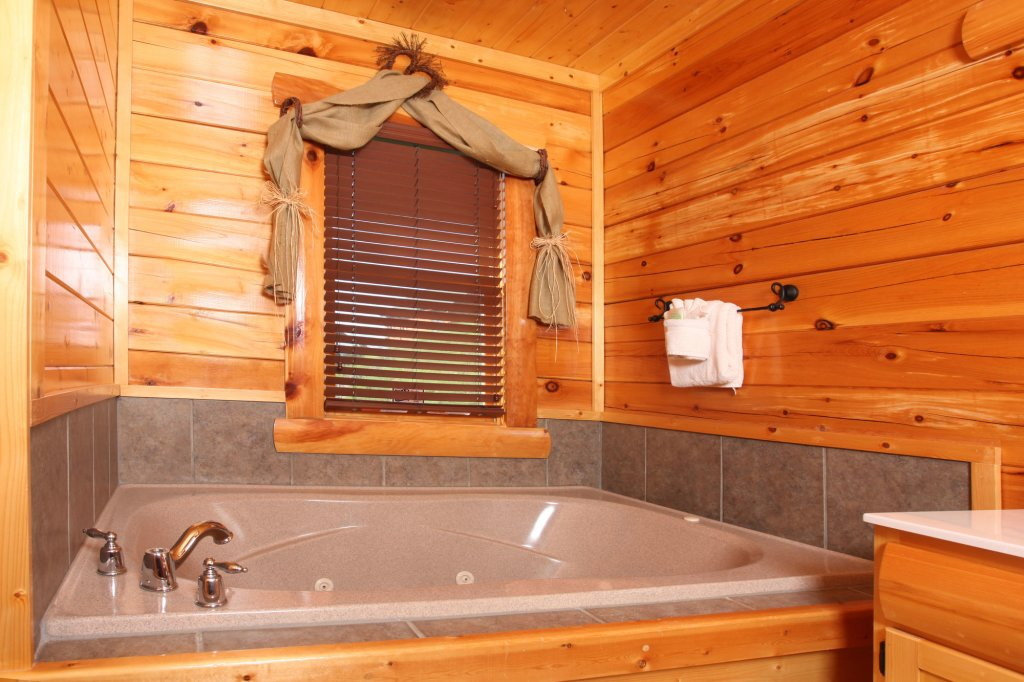 Photo of a Pigeon Forge Cabin named Estate Of Relaxation - This is the thirty-third photo in the set.