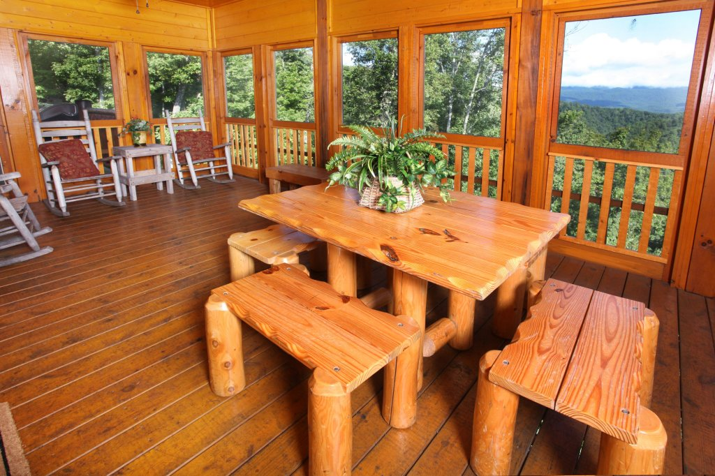 Photo of a Pigeon Forge Cabin named Estate Of Relaxation - This is the eighteenth photo in the set.