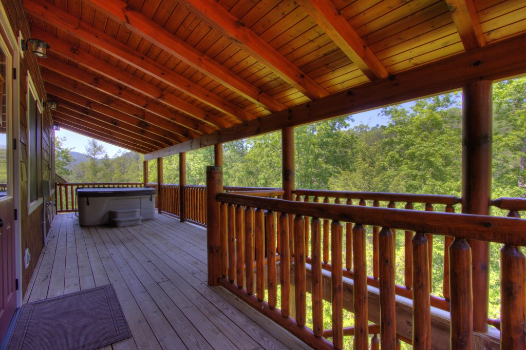 Photo of a Pigeon Forge Cabin named Birds Creek Mansion #650 - This is the ninety-second photo in the set.