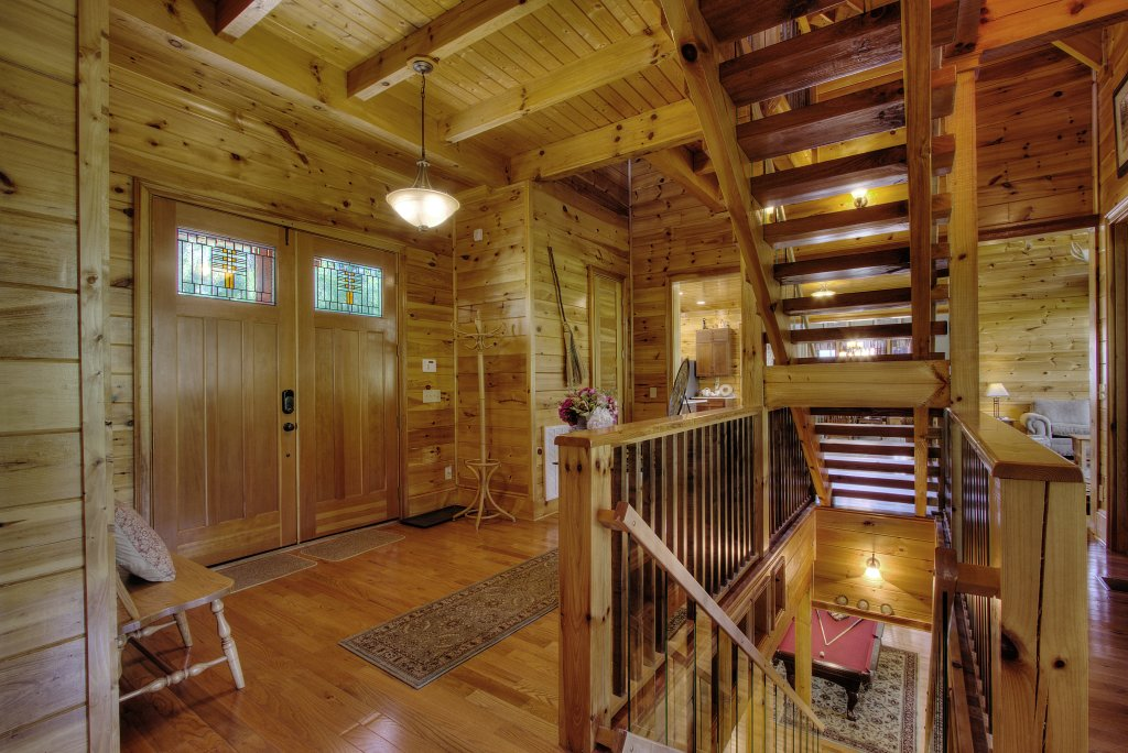 Photo of a Pigeon Forge Cabin named Birds Creek Mansion #650 - This is the eighty-second photo in the set.