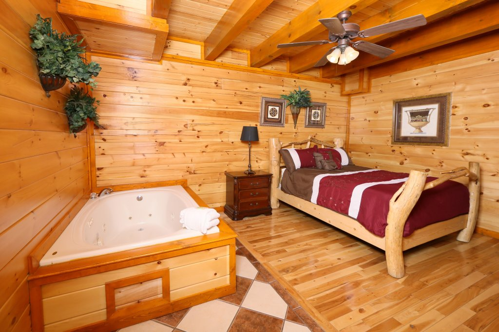 Photo of a Pigeon Forge Cabin named Family Valley Lodge - This is the twenty-eighth photo in the set.