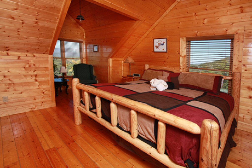 Photo of a Pigeon Forge Cabin named Hullabaloo - This is the fifteenth photo in the set.