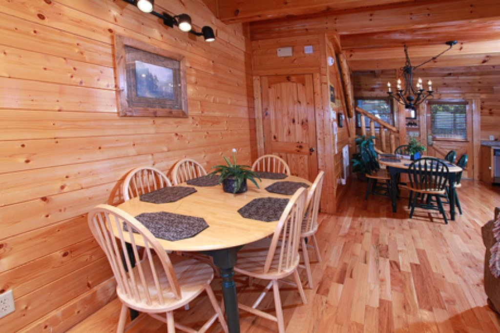 Photo of a Pigeon Forge Cabin named Hullabaloo - This is the tenth photo in the set.