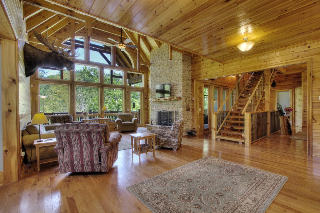 Photo of a Pigeon Forge Cabin named Birds Creek Mansion #650 - This is the one hundredth photo in the set.