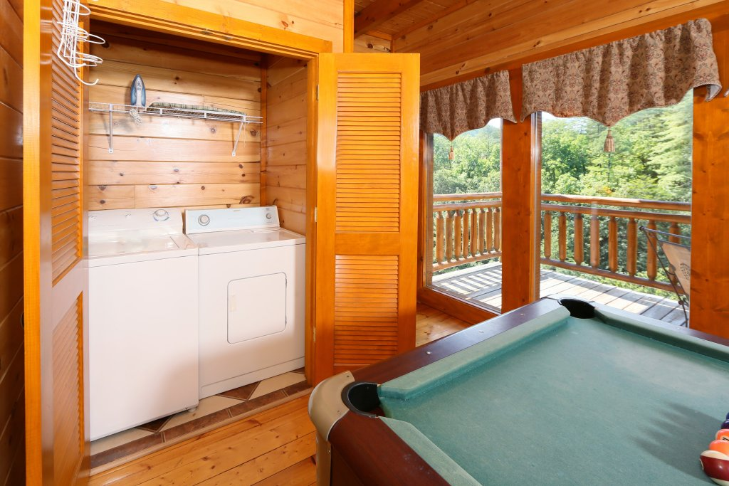 Photo of a Pigeon Forge Cabin named Family Valley Lodge - This is the forty-second photo in the set.