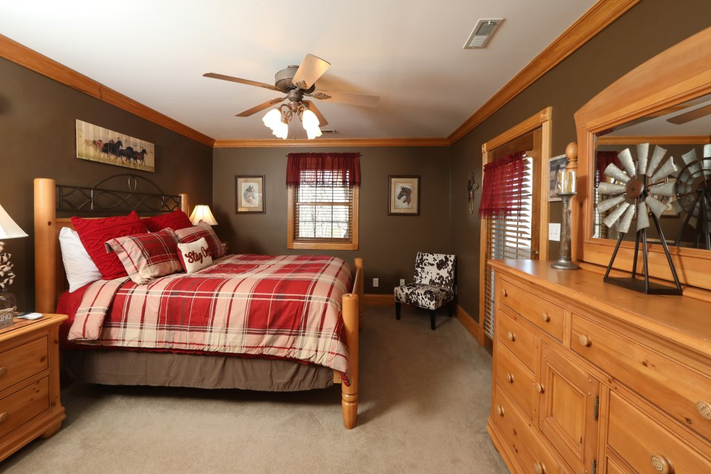 Photo of a Pigeon Forge Cabin named Haven Of Rest - This is the thirtieth photo in the set.