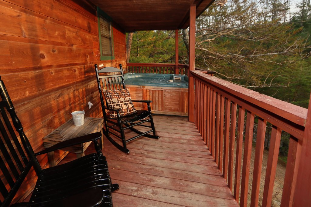 Photo of a Pigeon Forge Cabin named Windsong - This is the fourth photo in the set.