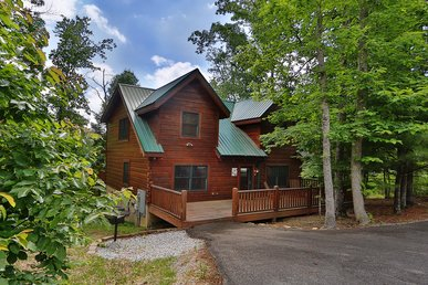 Mountain Majesty a two bedroom cabin sleeping eight. With free WiFi internet.