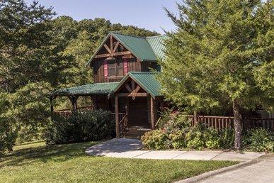 Owlpine Lodge a three bedroom cabin sleeping 12 with free high speed internet
