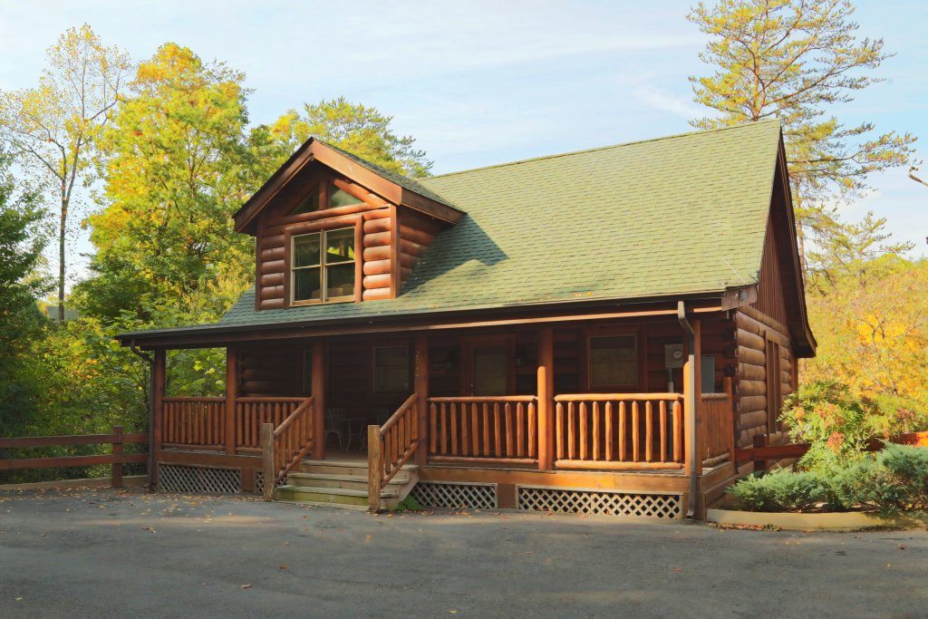 Photo of a Pigeon Forge Cabin named Little Chateau - This is the first photo in the set.