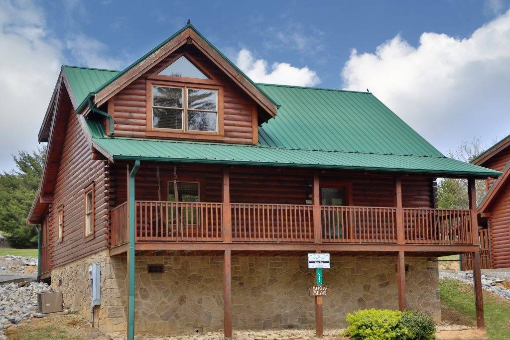 Photo of a Pigeon Forge Cabin named Snow Bear - This is the first photo in the set.