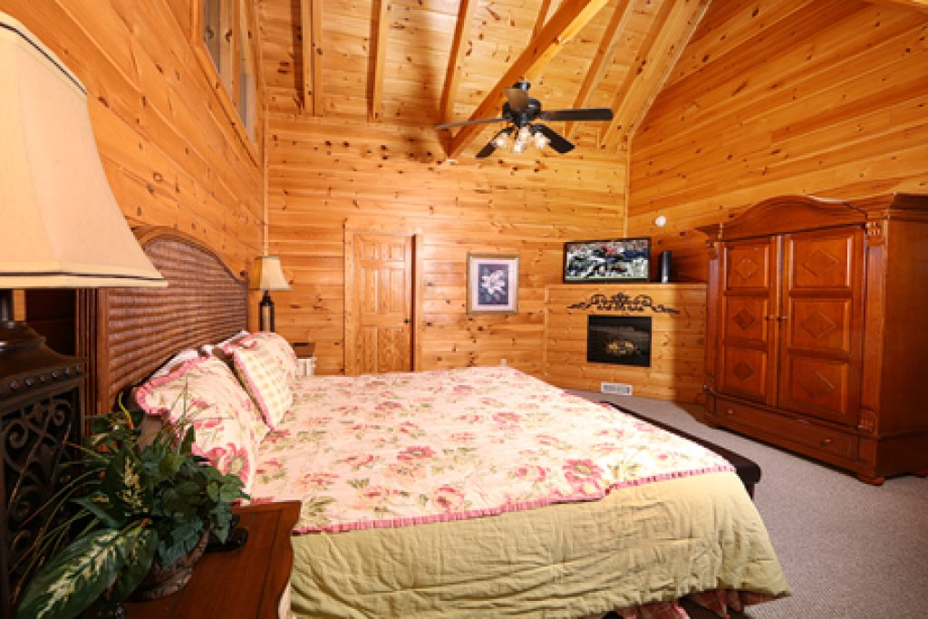 Photo of a Pigeon Forge Cabin named Mayberry - This is the thirteenth photo in the set.