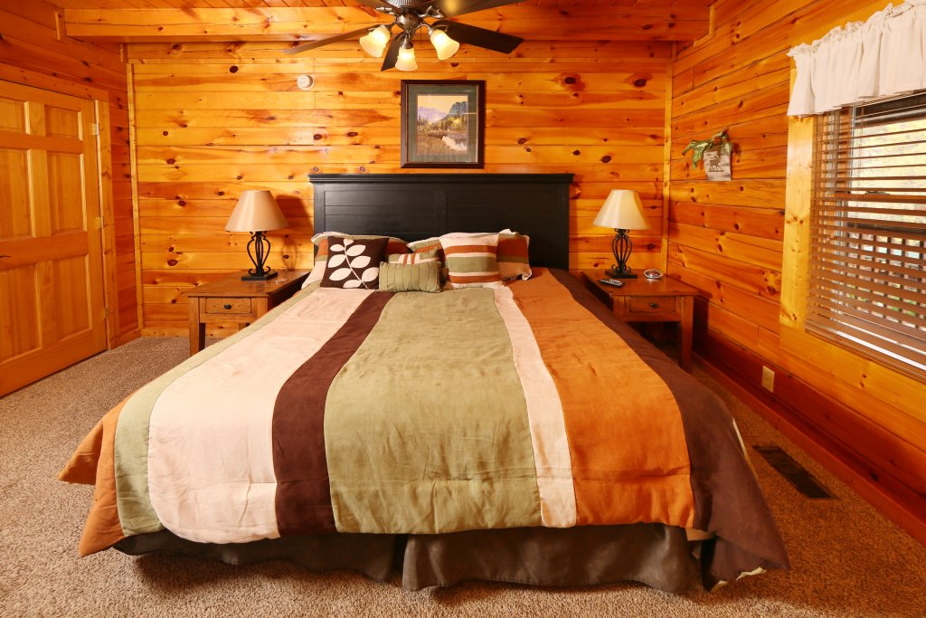 Photo of a Pigeon Forge Cabin named Snow Bear - This is the fifteenth photo in the set.