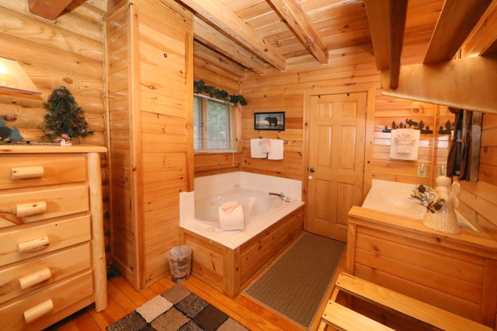 Photo of a Pigeon Forge Cabin named Smoky Cascades - This is the sixteenth photo in the set.