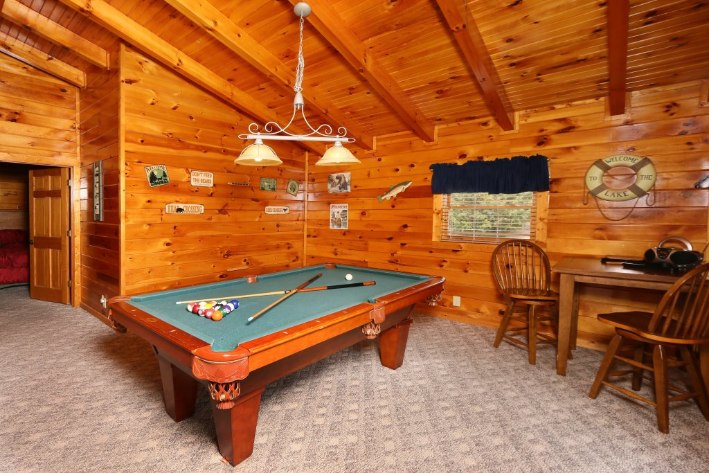 Photo of a Pigeon Forge Cabin named Snow Bear - This is the seventeenth photo in the set.
