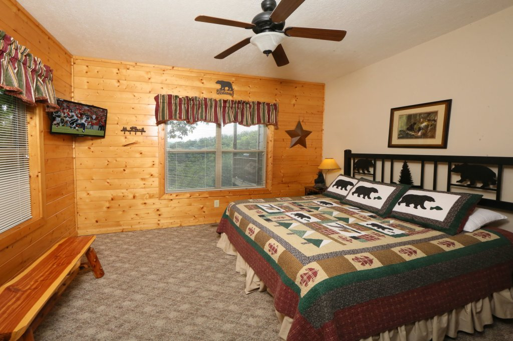 Photo of a Pigeon Forge Cabin named Mountain Shadow Lodge - This is the thirtieth photo in the set.