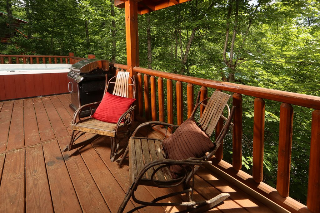 Photo of a Pigeon Forge Cabin named Mountain Majesty - This is the third photo in the set.