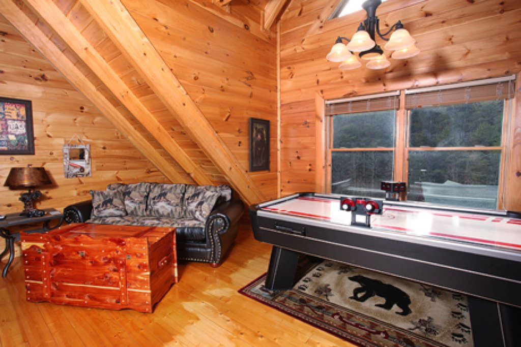 Photo of a Pigeon Forge Cabin named Moose-behaving - This is the twelfth photo in the set.