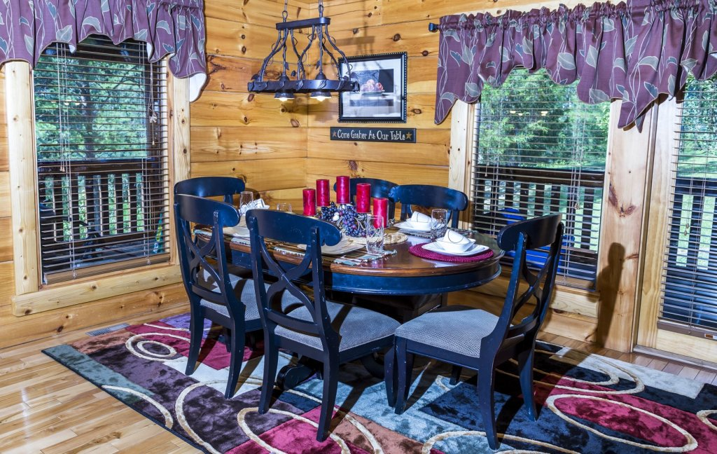 Photo of a Pigeon Forge Cabin named Owlpine Lodge - This is the twenty-second photo in the set.