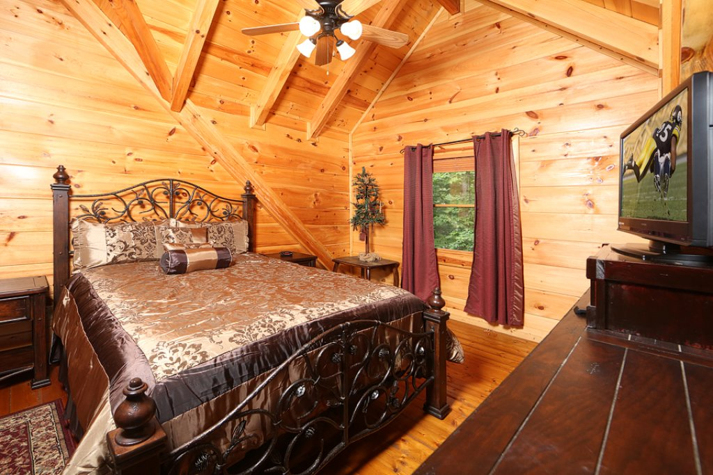Photo of a Pigeon Forge Cabin named Mountain Majesty - This is the fifteenth photo in the set.
