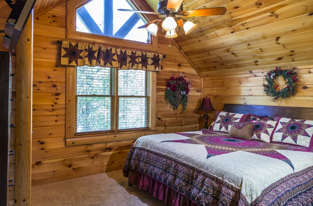 Photo of a Pigeon Forge Cabin named Owlpine Lodge - This is the twenty-ninth photo in the set.