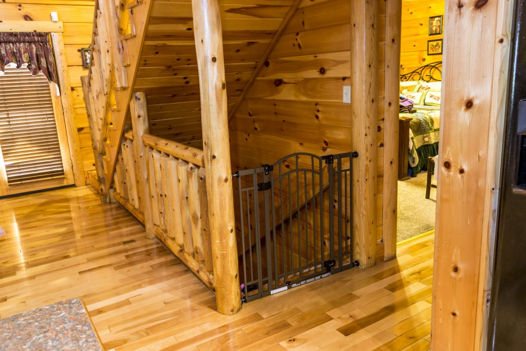 Photo of a Pigeon Forge Cabin named Owlpine Lodge - This is the nineteenth photo in the set.