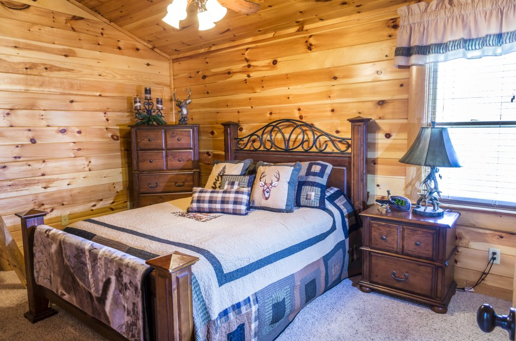 Photo of a Pigeon Forge Cabin named Owlpine Lodge - This is the thirty-first photo in the set.