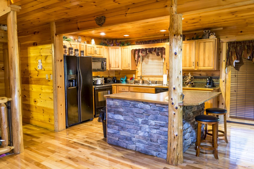 Photo of a Pigeon Forge Cabin named Owlpine Lodge - This is the twenty-first photo in the set.