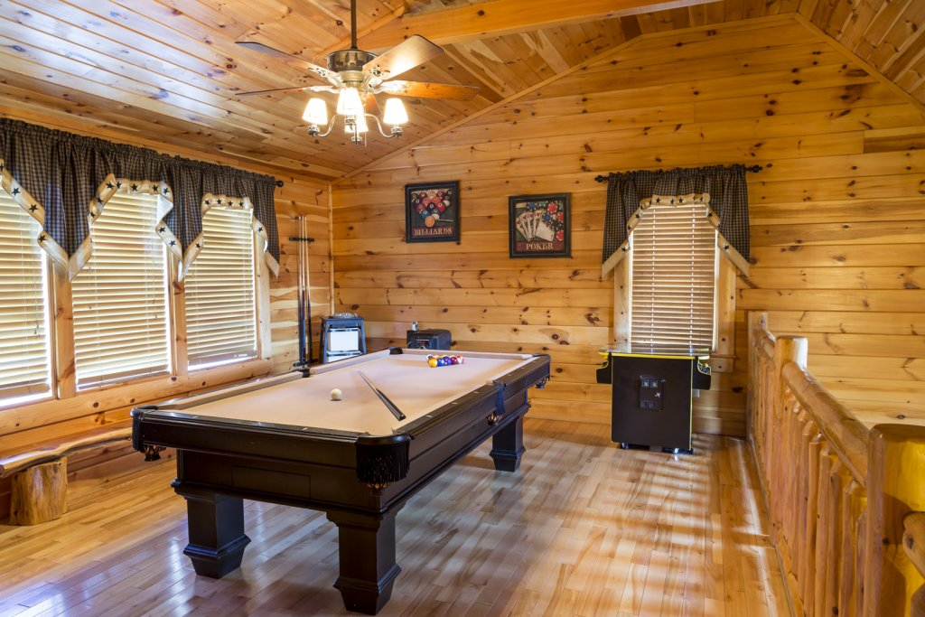 Photo of a Pigeon Forge Cabin named Owlpine Lodge - This is the eighteenth photo in the set.